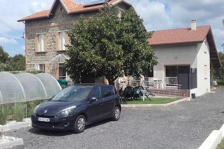 GITE LES GALETS CHANTANTS - Saint-Hilaire-du-Rosier - Hus