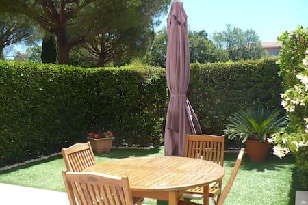 F3 rez-de-jardin,Fréjus centre Historique - Fréjus - Apartment