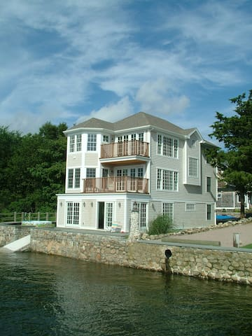 Stunning luxury waterside home - Groton - House