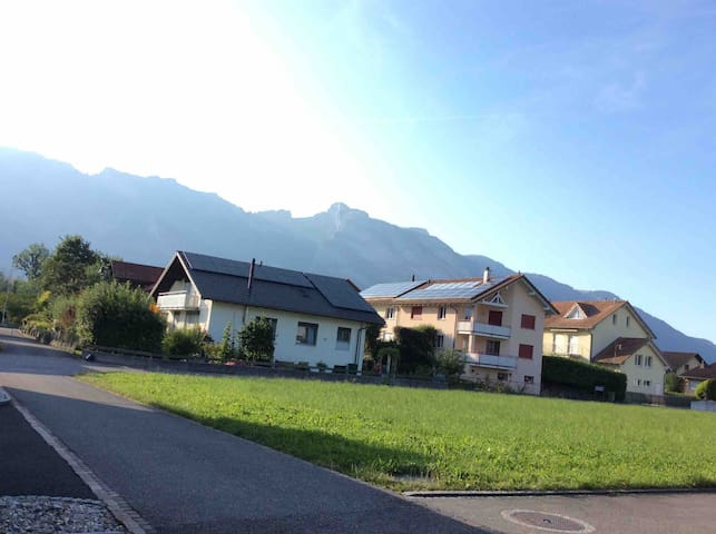 Ruhig, zentral mit  Bergblick & Balkonzugang