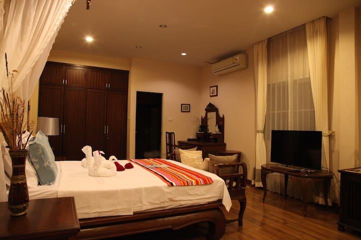 湖畔别墅典雅大床房(三月) - Tambon Nong Chom - Villa