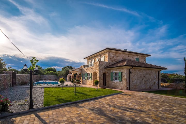 New Stone Villa with a large pool and nice garden - Krk - Villa