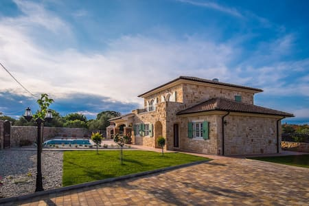 New Stone Villa with a large pool and nice garden - Isola di Krk - Villa