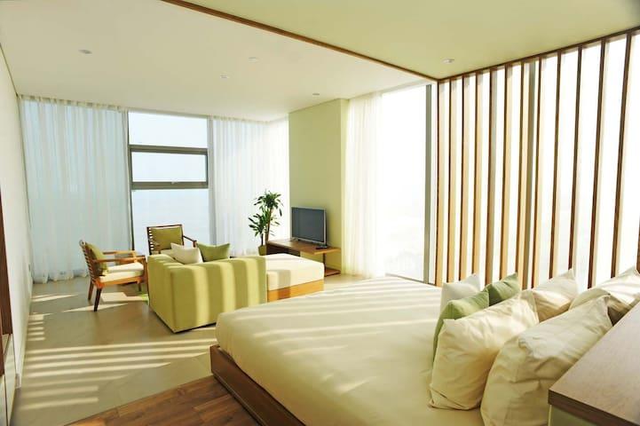 Luxury beachfront family apartment - Sơn Trà - Apartament