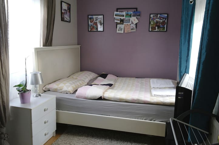 Cosy&clean&cheap room only 10 min from Gatwick!