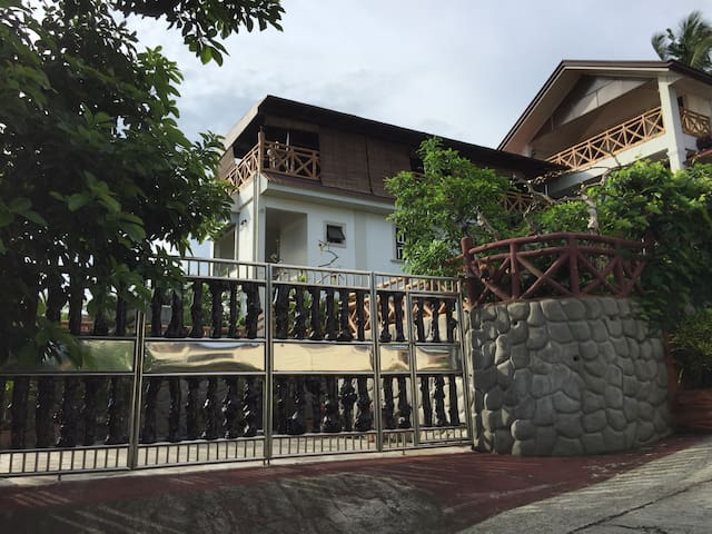 Charming Vacation House w3 bedrooms - Tagaytay City - Rumah
