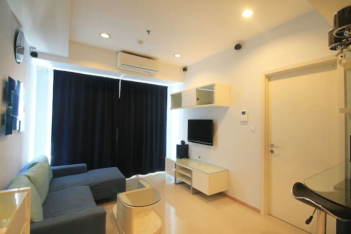 Cozy and Modern Apartment Connect to Shopping Mall - Tebet - Daire