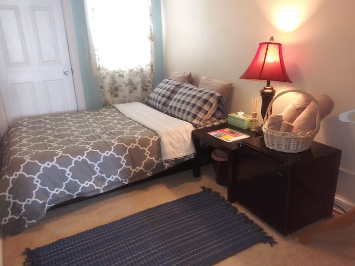 Cozy Room in H St/ Easy to Downtown/Free Parking