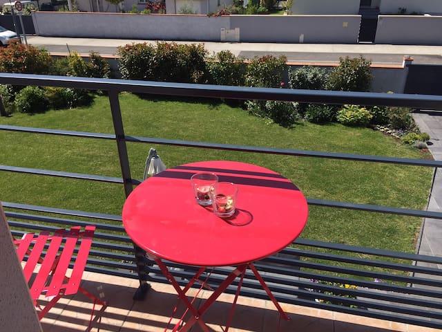Petit balcon, vue sur jardin