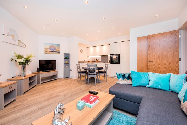 Luxury 3 Bed  Apartment 20min from Central London