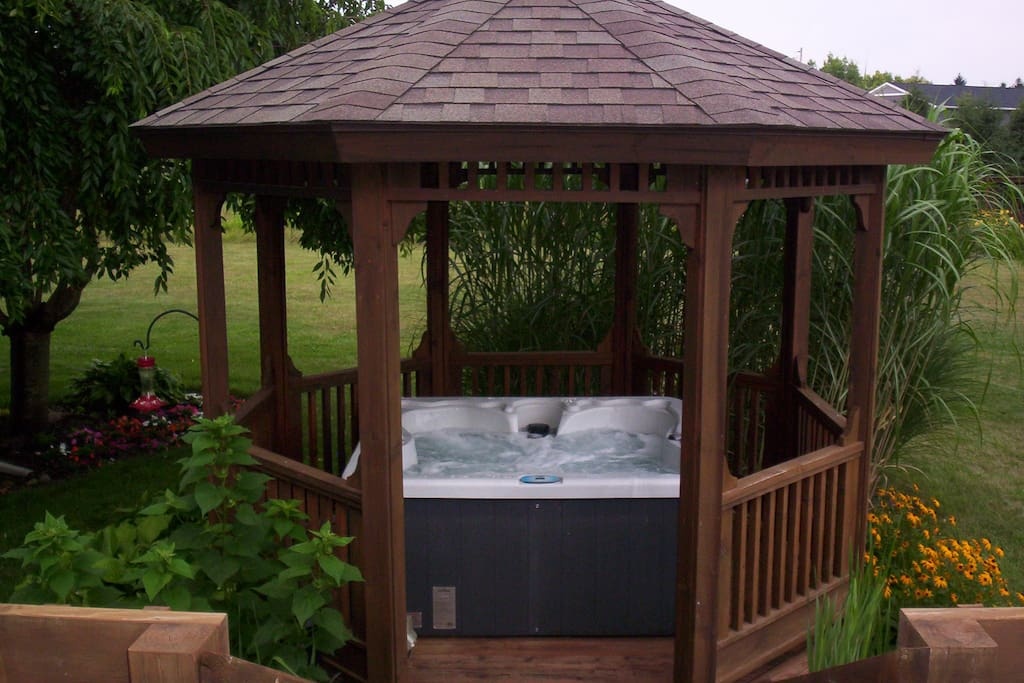 What better way to relax than in the outdoor hot tub!