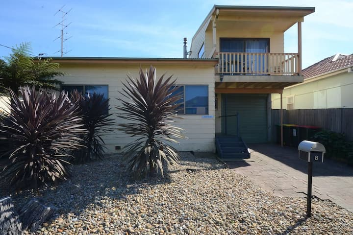 Seahaven Beach House - This brilliant beach house sleeps up to 8 adults and 2 children.