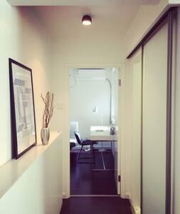 建筑师小夫妻的简约文艺范儿一室一厅,紧临地铁6号线、家乐福、西四环 - Beijing - Apartment