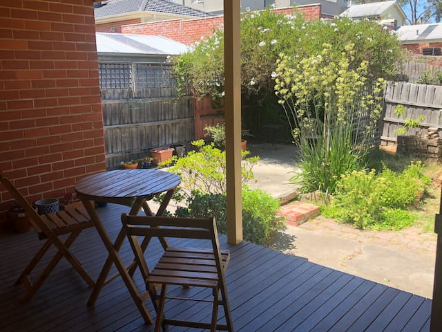 Private Garden Suite in leafy Thornbury,    WiFi