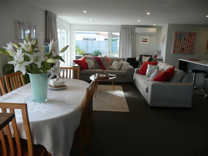 RELAX IN RANGIORA AT PHOENIX PALM PLACE