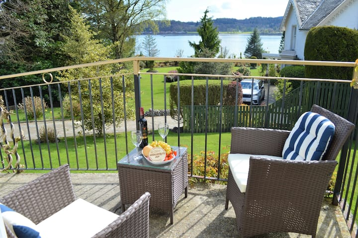 Dunbheag Cottage with sea views, pet friendly