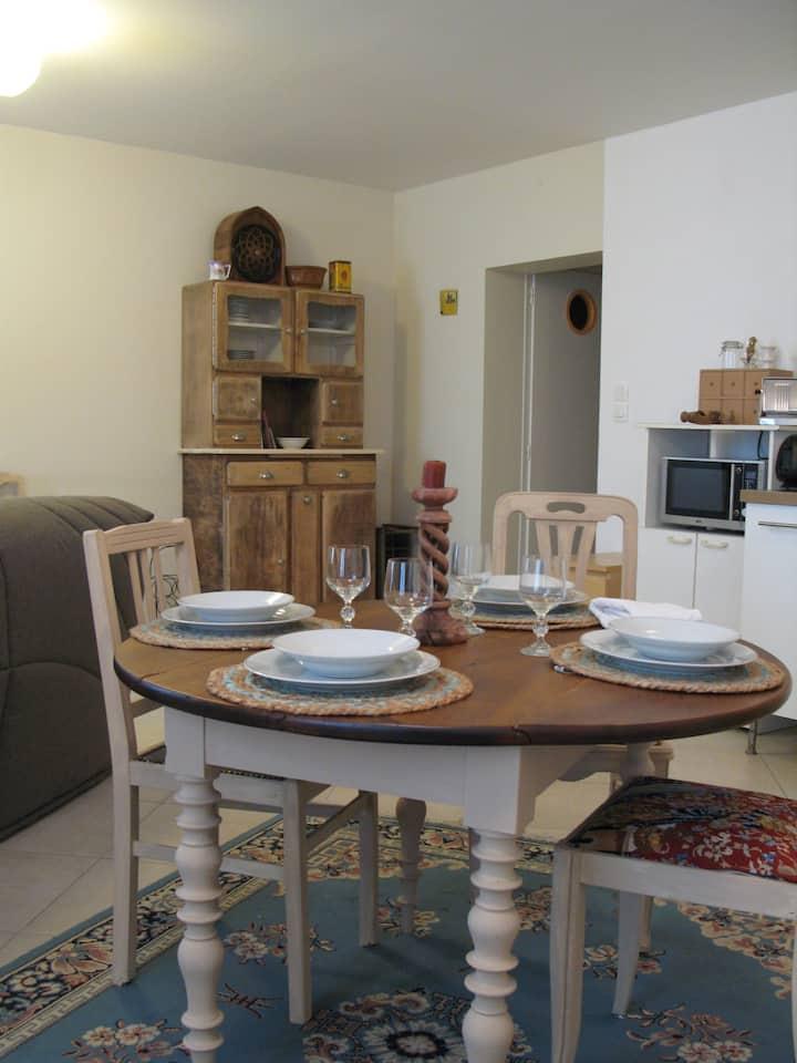 Appartement brocante-récup et confort.