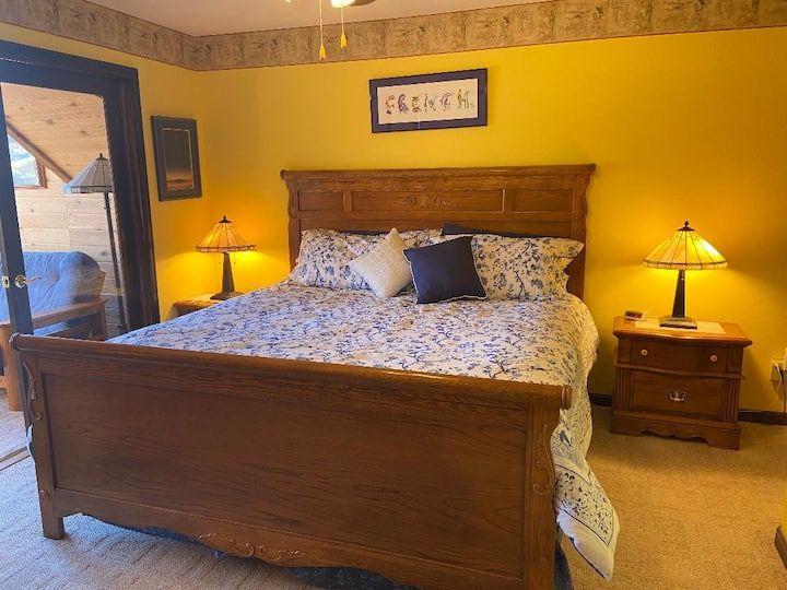 French Country Inn-Bedroom 2-Cheerful