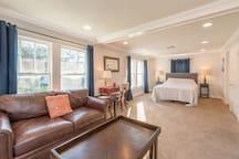 Downtown (Ivanhoe Village) Loft Apartment