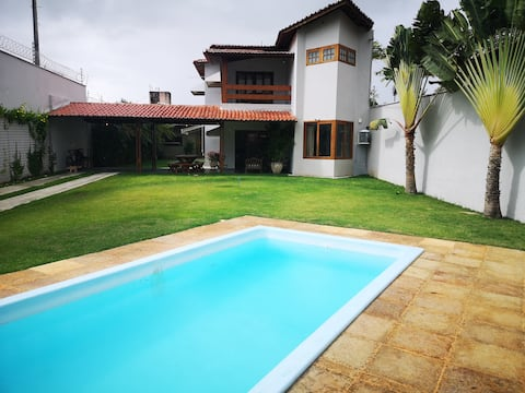 Beautiful house with pool and garden, well located!