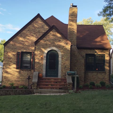 Character in cute neighborhood! Walking distance! - Green Bay - Haus