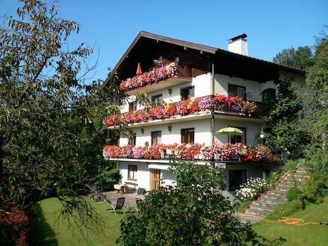 Berg- und Seeblick für 4 bis 6 Personen - Kaisigen - Apartamento