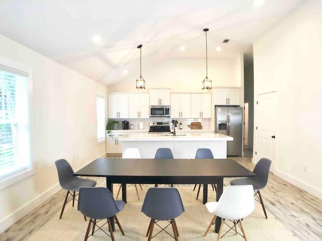 The dinning table and kitchen island can sit a total of 12 people at the same time so that everyone can enjoy meals together...