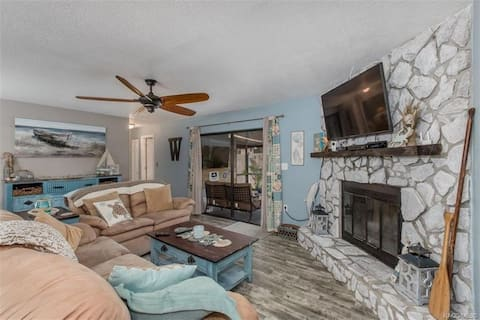 Beachy Home W/ Screened in Porch Near State Parks