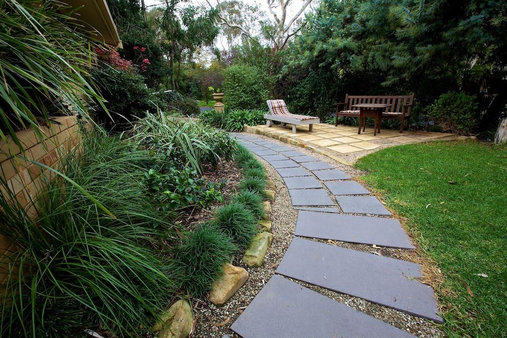 Adelaide hills garden haven 2 rms maisons louer for Adelaide hills landscape