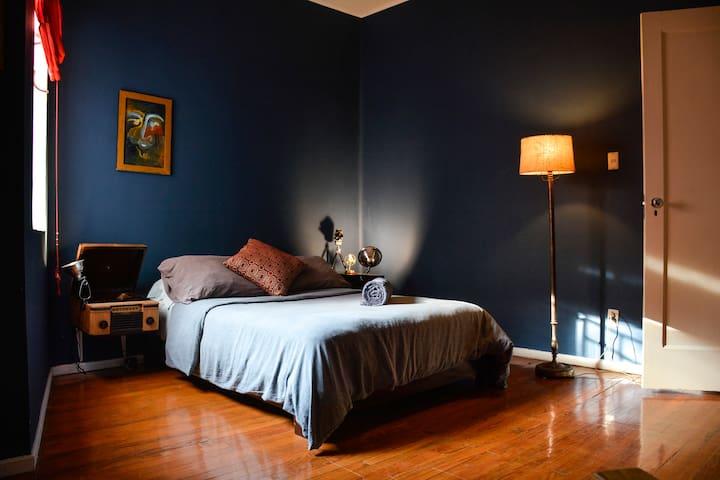 Casa Liverpool - cuarto azul