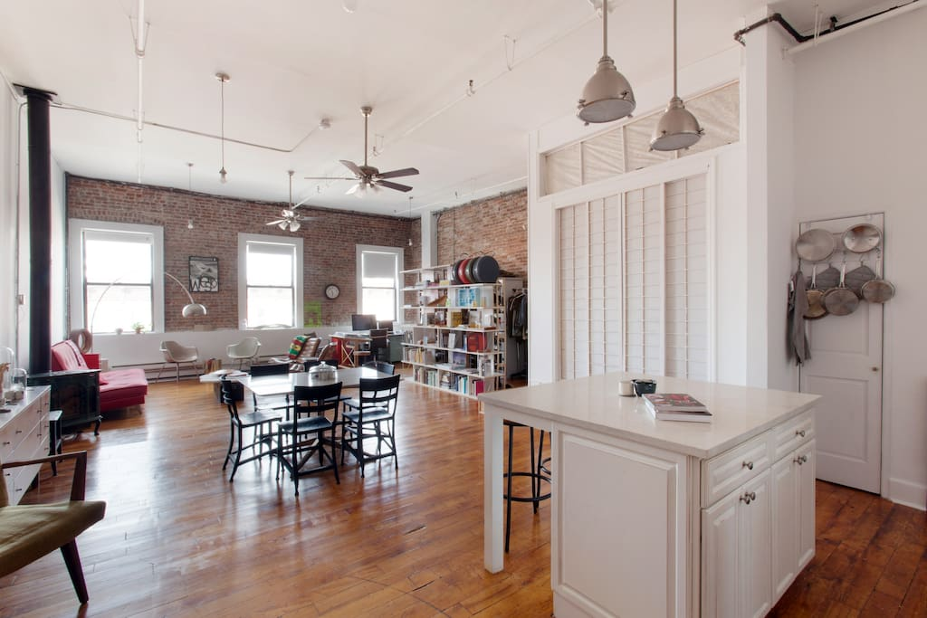 Large loft with high ceilings in Brooklyn!