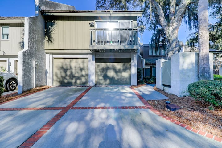 19 Turtle Lane Club - Sea Pines 4 Bedroom Near Ocean Townhome with Pool view