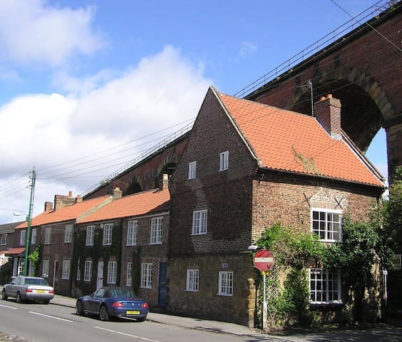 Charming 3 bed cottage central Yarm - Yarm - Hus