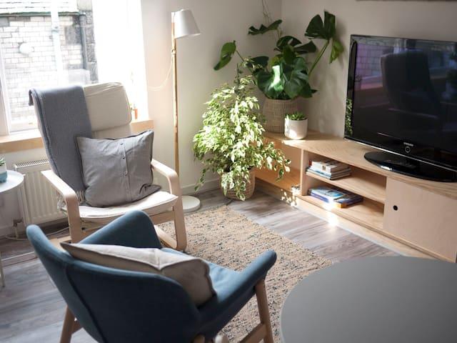 Contemporary Clean Studio Apartment in City Centre