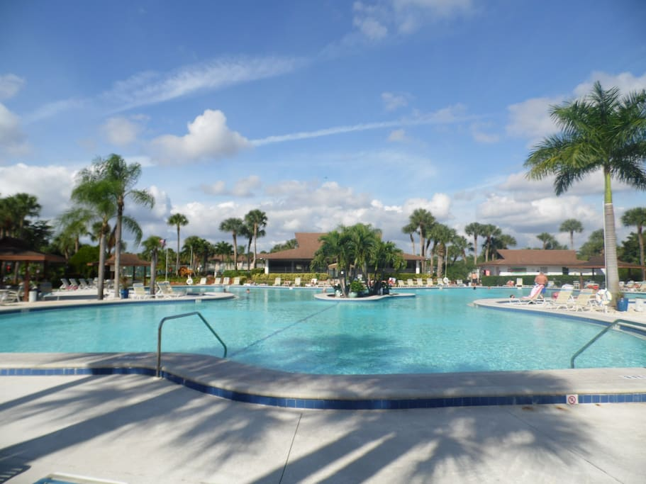 Huge Pool Close To Beach And Lakeview Condominiums For Rent In Naples Florida United States