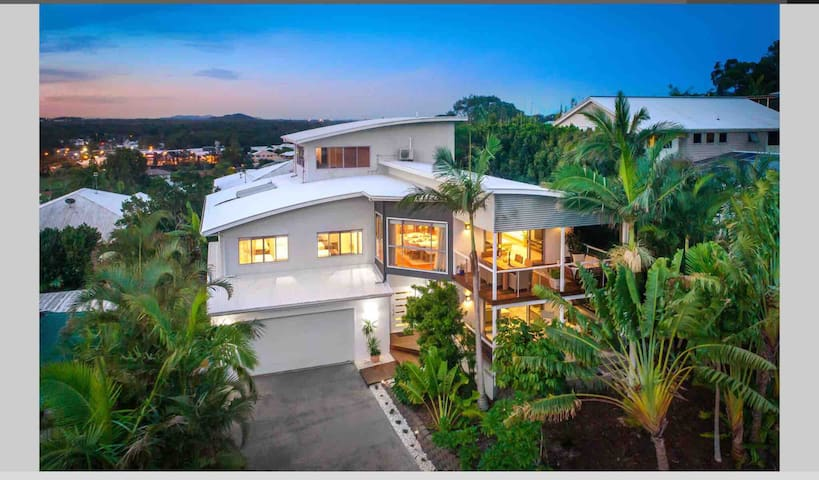 Luxury Home with views⭐️5 min drive to the beach⭐️