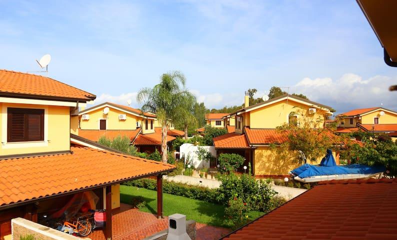 Private Villa | Direct access to beach