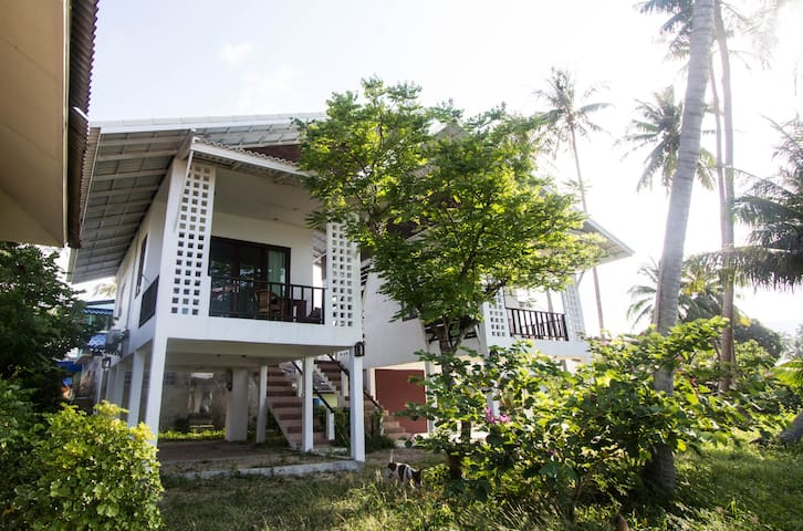 Beachfront modern studio, comfortable and clean! - ko pha-ngan - Bungalow