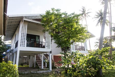 Beachfront modern studio, comfortable and clean! - ko pha-ngan - Bungalow