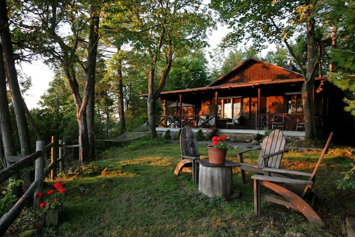 Scenic Cottage on Lake Champlain - Charlotte - Casa