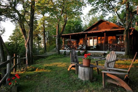 Scenic Cottage on Lake Champlain - Charlotte