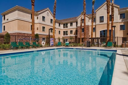 King Suite. Free Breakfast. Outdoor Pool & Hot Tub. Near Edwards Air Force Base!