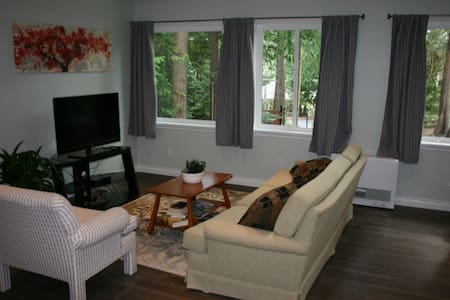 Private Loft in Greater Victoria - North Saanich - Apartemen