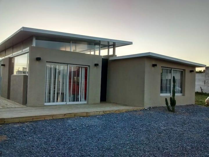 Moderna casa a metros de la playa