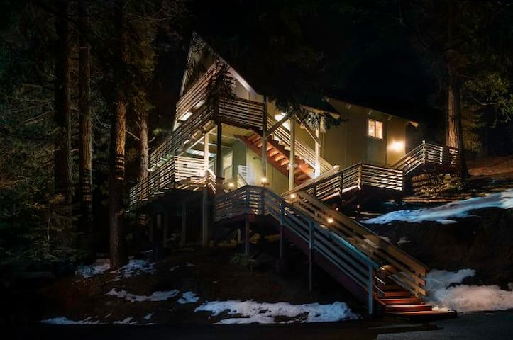 "Yosemite Hideaway 3br 2ba Unit ""A"" All new - Yosemite National Park - Hus"