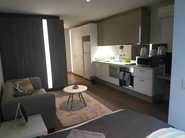 Furnished Apt in the Heart of CBD opposite skybus!