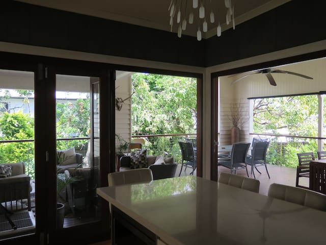 Feels like a treehouse!  - Moorooka - บ้าน