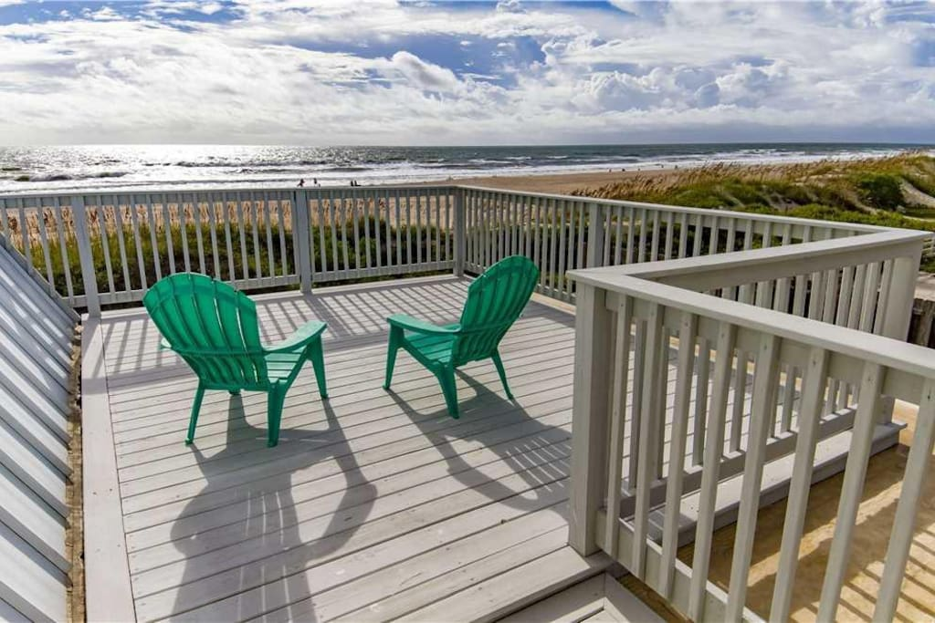 Welcome to Cottage by the Sea! - Drink in the sea breezes from your deck overlooking the Atlantic Ocean. Up to 12 members of your