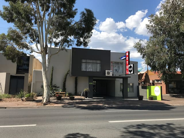 Hello Adelaide Motel + Apt - Spacious Two Bedrooms - Frewville - Apartament