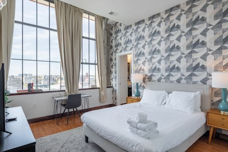 Exceptional 2BR Penthouse by Center City w. Free Parking